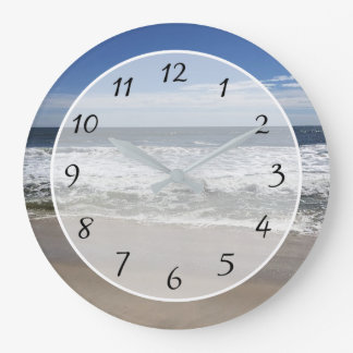 Belle horloge de ressacs de photo de plage