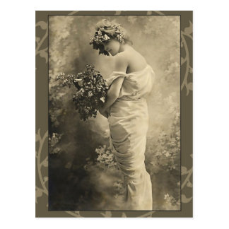 Belle Madame victorienne avec des fleurs coupées Cartes Postales