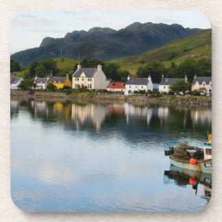 Belle photo de petit village de Dornie avec Sous-bocks