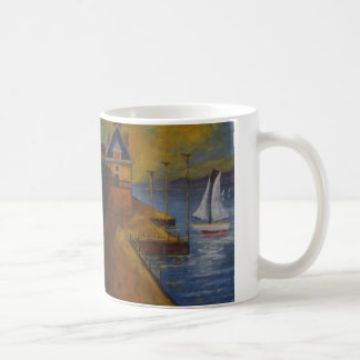 Belle tasse avec la peinture de voilier