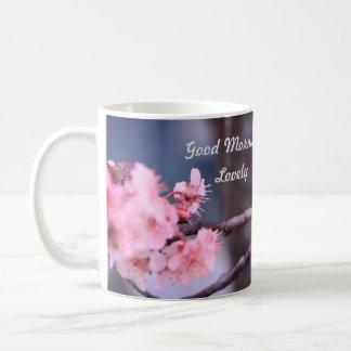 Belle tasse de fleur de ressort bonjour