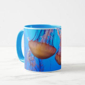 Belle tasse de méduses