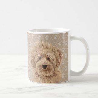 Belle tasse de peintures de chien de Labradoodle