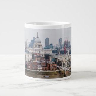 Belle tasse d'image de Londres la Tamise