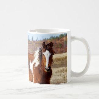 Belles tasses de cheval de peinture