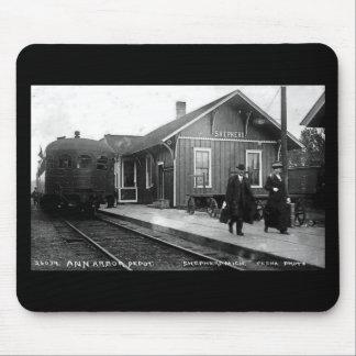 Berger de dépôt de chemin de fer de Louis Pesha An Tapis De Souris