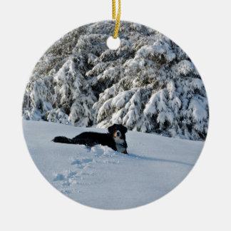 Berner dans la neige ornement rond en céramique