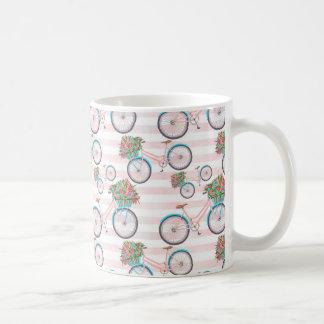 Bicyclette avec la peinture de fleurs mug