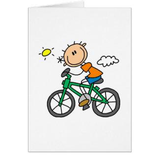 Bicyclette d'équitation de garçon de bâton cartes