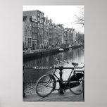 Bicyclette par le canal affiche