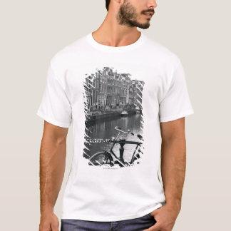 Bicyclette par le canal t-shirt