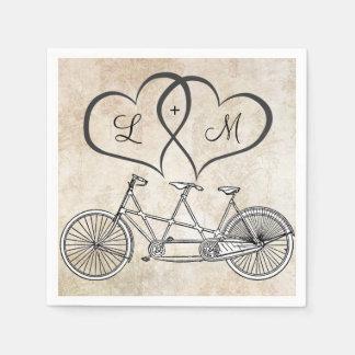 Bicyclette pour deux coeurs épousant la serviette serviettes en papier