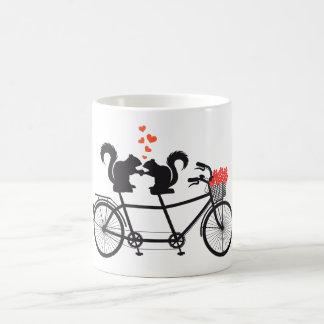 bicyclette tandem avec des écureuils mug