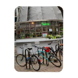 bicyclettes en dehors d'un fleuriste dans le magnets en vinyle