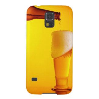 Bière de versement de serveur, verre d'une boisson coque pour samsung galaxy s5