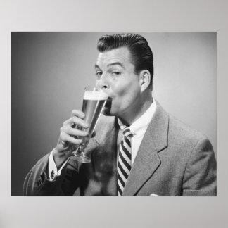 Bière potable d'homme d'affaires affiches