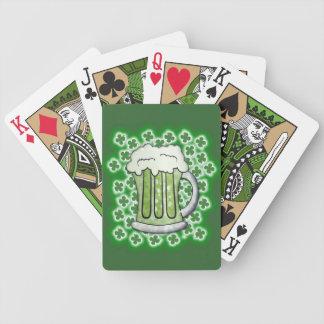 Bière verte chanceuse jeux de cartes