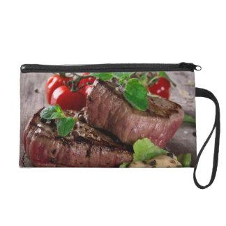 Biftecks grillés de BBQ avec les herbes et les tom Sacs À Main Avec Dragonne