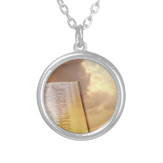 Bijoux religieux chrétiens croisés de collier
