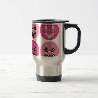 Bikini merveilleux sur le rose mug de voyage