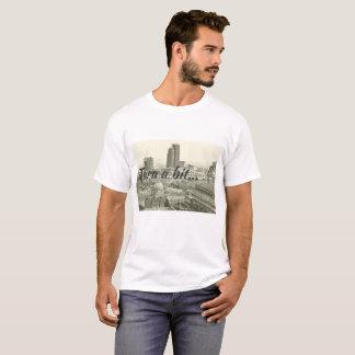Birmingham indiquant, tara un peu sur le T-shirt