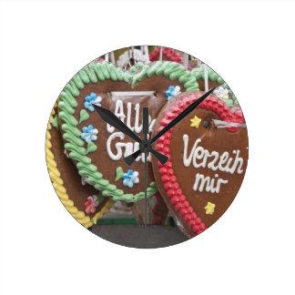 Biscuits décoratifs de pain d'épice horloges murales