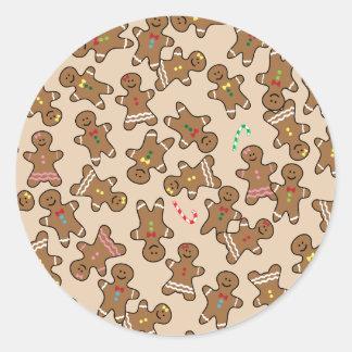 Biscuits mignons de bonhommes en pain d'épice de autocollant rond
