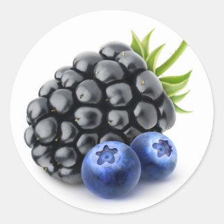 Blackberry et myrtilles sticker rond