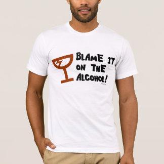 Blâmez-le sur l'alcool. T-shirt