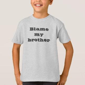 Blâmez mon T-shirt de frère