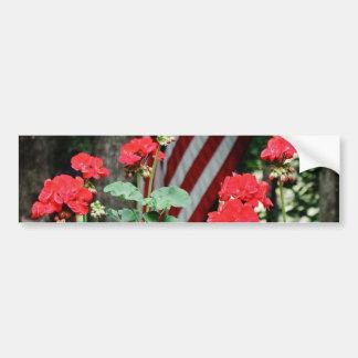 Blanc de fleur et de drapeau et bleu rouges