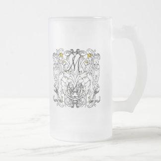 Blanc effréné de lion vintage avec des couronnes mug en verre givré