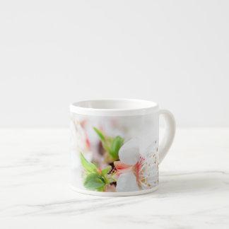 Blanc et fleur tasse expresso