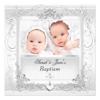 Blanc jumeau de baptême de baptême de garçon de bé