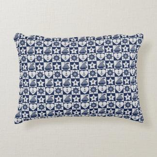 Blanc nautique de bleu marine checkered coussins décoratifs