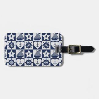 Blanc nautique de bleu marine checkered étiquette à bagage