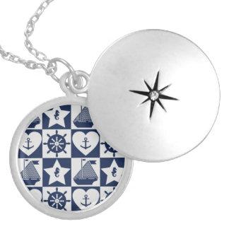 Blanc nautique de bleu marine checkered médaillons