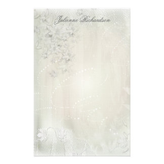 Blanc vintage sur la papeterie grunge florale