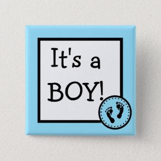 Bleu c'est un garçon avec des empreintes de pas de badge