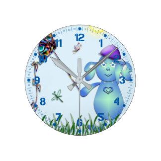 Bleu de bébé et l'arc-en-ciel horloge ronde
