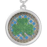 Bleu de shamrock et de collier de noeuds de Celtic