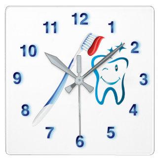 Bleu génial de bande dessinée de brosse à dents horloge carrée