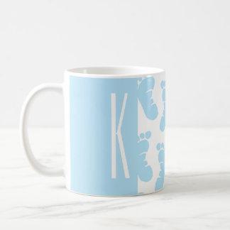 Bleus layette, pieds de bébé de garçon mug