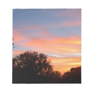 Bloc-note ciel coloré brillant d'oct. de coucher du soleil
