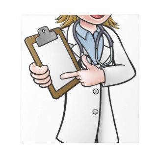Bloc-note Docteur personnage de dessin animé tenant le