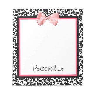 Bloc-note Empreinte de léopard à la mode et ruban rose avec