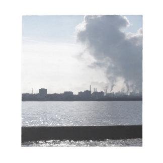 Bloc-note Paysage industriel le long de la côte polluant