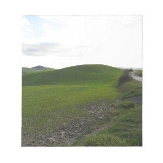 Bloc-note Route de campagne au-dessus de rouler les collines