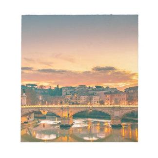 Bloc-note Scène de nuit au paysage urbain de Rome de rivière