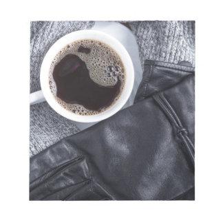 Bloc-note Vue supérieure d'une tasse blanche avec du café